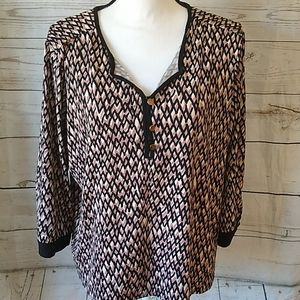 🛍️ 5/$25 Kim Rogers black and tan blouse
